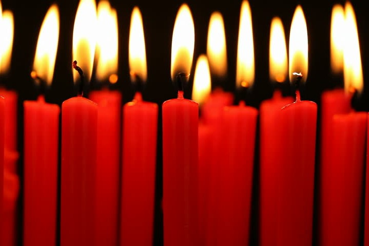 red candles3